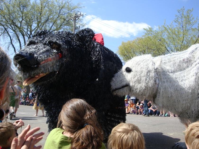 Amazing bear puppets!